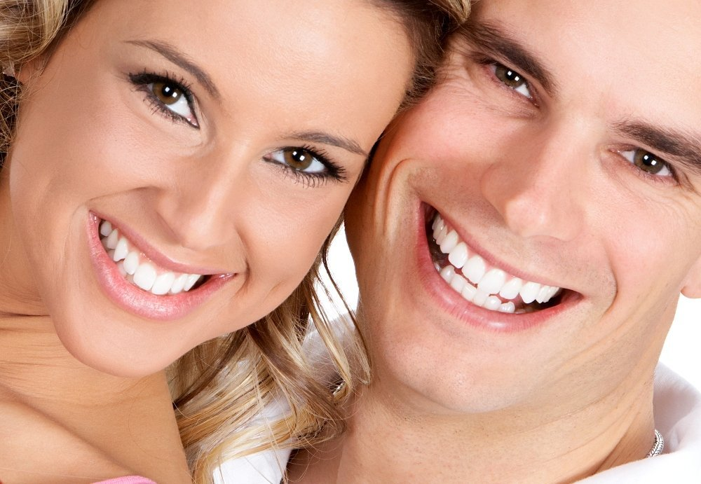 Bílý úsměv dvojice